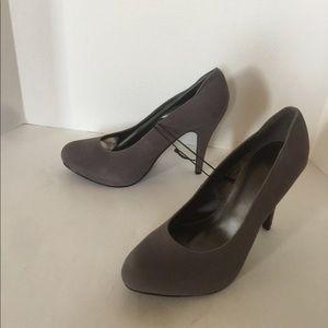 NWOB Forever 21 Grey Suede Platform Heels Size 9